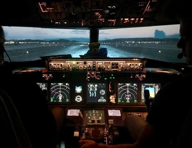 Velocity Flight Training also use a Boeing 737-800 Simulator to deliver tailored experience sessions to the general public.