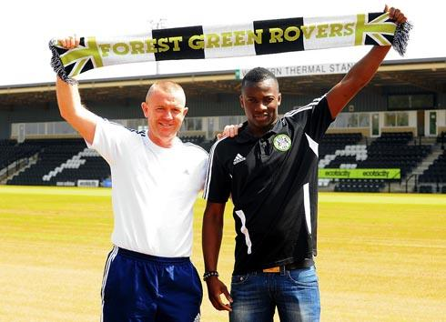 u WELCOME: New Forest Green striker Omar Koroma with boss David Hockaday