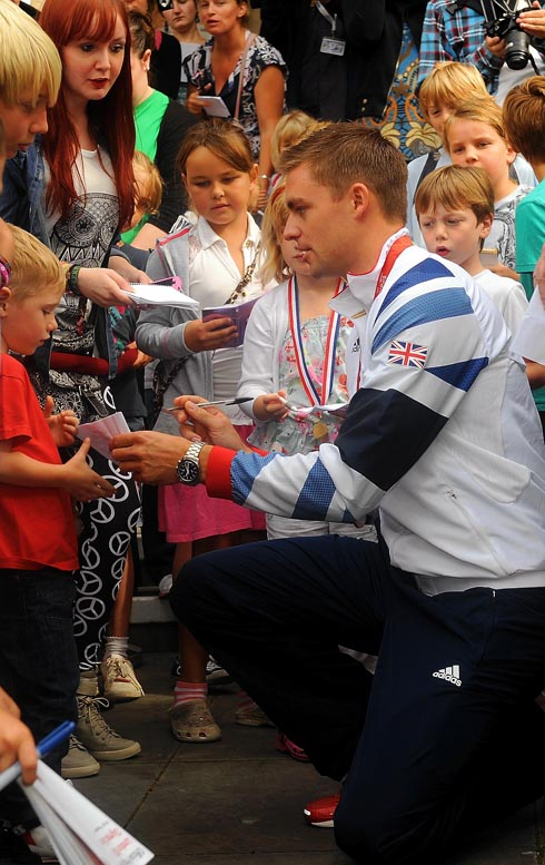 Thousands turn out to welcome home Olympic champion Pete Reed