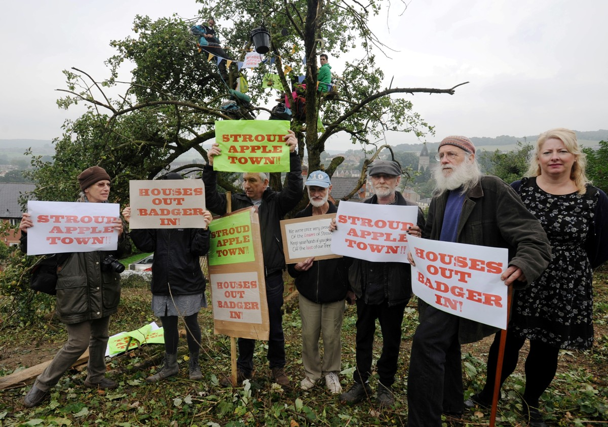 Protesters by the old apple tree and badger sett just off of Belle Vue ...
