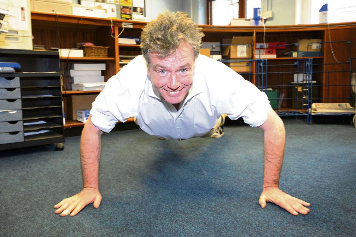 MP demonstrates clapping press-up party trick