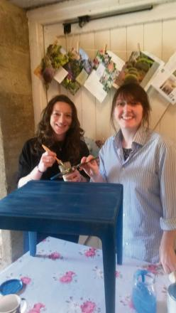 (l-r) Kate Holloway and SNJ reporter Kate Wilson use Frithwood Bluebell to transform an old coffee table.