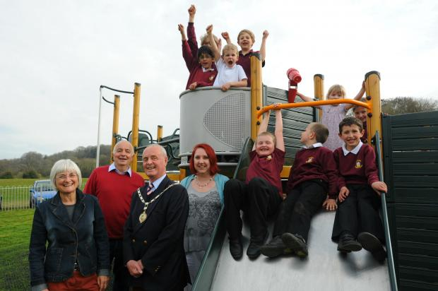 (l-r) Councillor Sally Thorpe, councillor Steve Robinson, Nailsworth mayor Myles Robinson and designer Sarah Urquart with Nailsworth Primary School pupils making the most of the brand new play equipment at the King George V play area