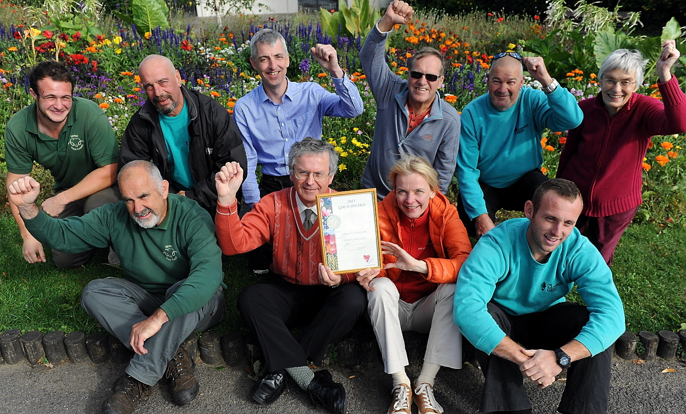 Stroud In Bloom volunteers pictured at Stratford Park last year with the gold award that they received(6734838)