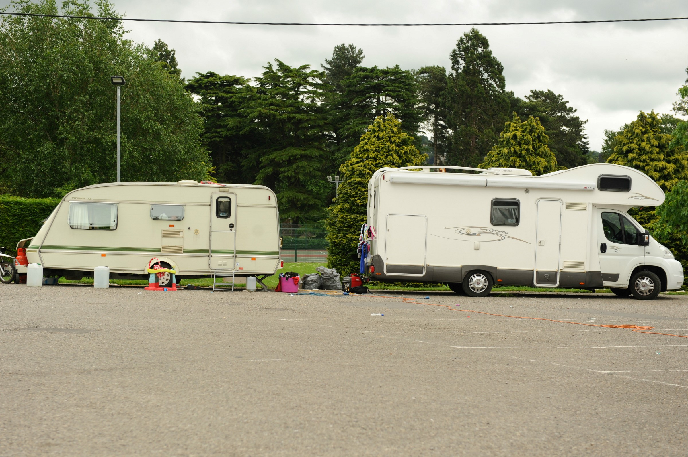 UPDATE: Travellers move into Stroud Leisure Centre car park