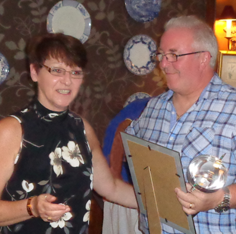 Stonehouse Taxi's win community pub quiz