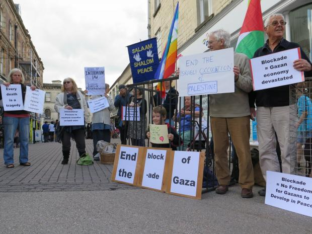 Members of Stroud Peace Movement and activists from Amnesty's mid-Gloucestershire branch held a peace vigil over the weekend to raise awareness about the suffering of ordinary Palestinians                                (9654752)