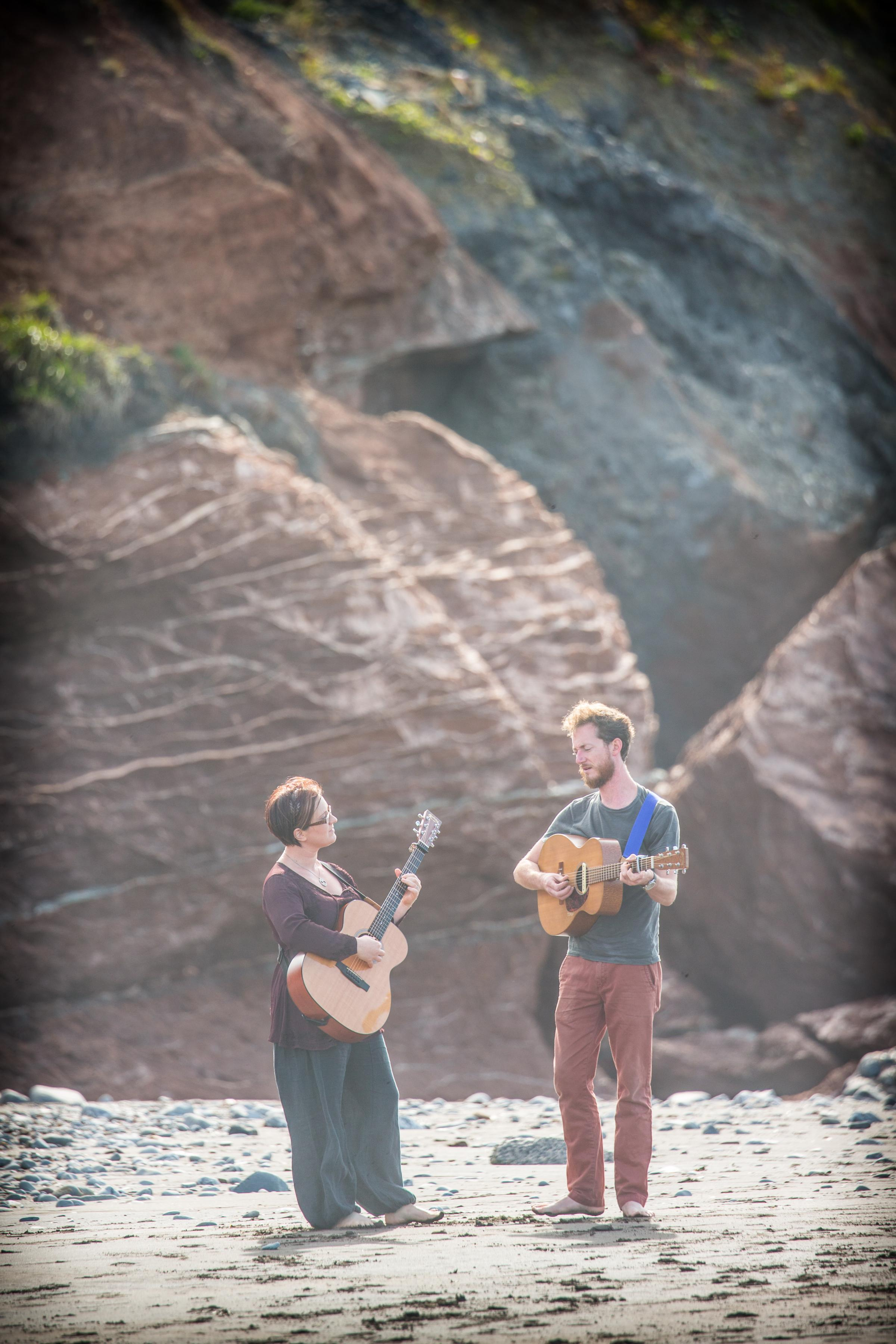 Folk maestros Ange Hardy and Lukas Drinkwater tour to Stroud